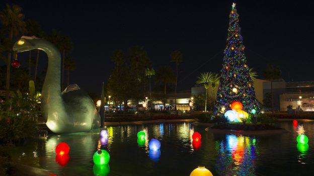 Disney's Hollywood Studios - Echo Lake - Christmas Area Loop